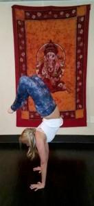 liz-handstand